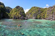 Quédate con lo que da sentido a tu vida // Big Lagoon El Nido (Palawan Filipinas) #biglagoon #elnido #palawan #filipinas #philipines #mar #sea #agua #water #isla #island #rocas #rocks #kayak // Fot.: Mariusz Barwinski