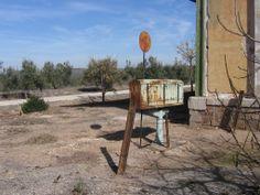 Estación de FF.CC. de Alcaudete. (Báscula). (Patrimonio histórico muy deteriorado).