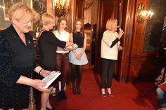 Jedna z laureatek nagrody od Domu Jubilerskiego A&A - pokaz mody w łódzkim Klubie Spadkobierców