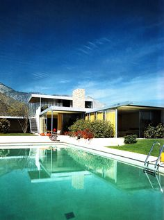 un referente obligado de la arquitectura moderna. Just Desert: Kaufmann House, Palm Springs by Richard Neutra Richard Neutra, Architecture Design, Landscape Architecture, Landscape Design, Desert Landscape, Mountain Landscape, Residential Architecture, Modern Pools, Mid-century Modern
