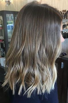 hairstyle inspiration - loose waves with blunt ends