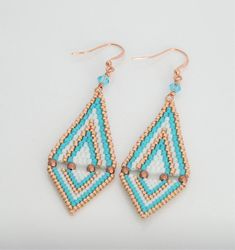 🐰 Brick Stitch Earrings -t. Brick Stitch Earrings, Seed Bead Earrings, Diy Earrings, Seed Beads, Beaded Earrings Patterns, Beading Patterns, Boho Jewelry, Etsy Jewelry, Bead Earrings