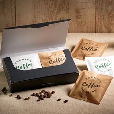 package Coffee Bag Wall Art Coffee Bags Maxwell House How To Buy Coffee Label, Coffee Box, Coffee Gifts, Food Packaging Design, Coffee Packaging, Coffee Branding, Coffee Sachets, Sisters Coffee, Tea Box