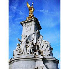 저게 순금일까..? 도금이겠지.. 찌들어버린 어른의 시선  하늘 맑음 주말 하늘 기대 중 #England #London #BuckinghamPalace #Travel #Trip #Nature #Landscape #Sky  #Lumix #Lumix_GF3 #루믹스  #영국 #영국여행 #런던 #런던여행 #버킹엄궁전  #여행 #여행스타그램 #자연 #자연스타그램 #풍경 #풍경스타그램 #사진 #사진스타그램 #추억팔이 #나홀로여행 #여행가고싶다 by blue0rock