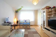 Private Apartment Nelkenstrasse (5200) Laatzen Situated 4.2 km from Expo Plaza Hannover in Hannover, this apartment features free WiFi and a balcony. The unit is 4.3 km from TUI Arena.  The kitchen comes with an oven and a microwave. A TV is offered.  CeBIT is 4.