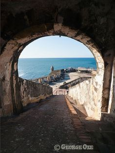 Fort El Morro, San Juan, Puerto Rico by George Oze, via Flickr