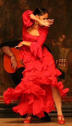 El baile flamenco de Lola Pérez, en el escenario de Corral de la Morería (Madrid)