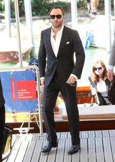 The best menswear looks from the venice film festival photos gq Tom Ford Suit, Tom Ford Men, Best Dressed Man, Sharp Dressed Man, Well Dressed, Stylish Men, Men Casual, Casual Outfits, James Bond Style
