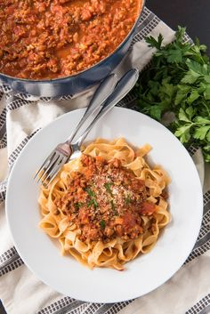 An image of a serving of bolognese sauce served over fresh tagliatelle pasta. An image of a serving of bolognese sauce served over fresh tagliatelle pasta. Best Bolognese Sauce, Slow Cooker Bolognese, Bolognese Recipe, Vegetable Bolognese, Tagliatelle Pasta, Ragu Recipe, Fresh Pasta, Italian Dishes, Sauce Recipes