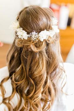 Couronne de fleurs fraîches personnalisables pour un mariage : fleuriste les Herbes Hautes à paris