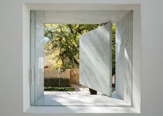 """Marble and glass showroom in São Paulo designed to """"look like an ice cube""""."""