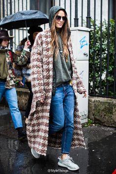 Street looks at Milan Fashion Week Fall/Winter Fashion Tag, Fashion Week, Look Fashion, Fashion Trends, Milan Fashion, Fashion Mode, Fashion Glamour, Net Fashion, Tokyo Fashion