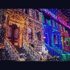 Christmas lights near and far on pinterest christmas - Casas decoradas en navidad ...