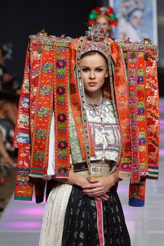 VEĽKÝ LOM - Party v 21. storočí Ethnic Fashion, Colorful Fashion, Womens Fashion, Europe Fashion, Fashion History, Traditional Fashion, Traditional Dresses, Folk Costume, Costumes