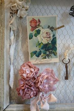Loving the French cottage vibe of this sweet chicken wire pin board!