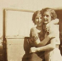 CLYDE'S SISTER - MARIE BARROW Bonnie And Clyde Pictures, Bonnie And Clyde Quotes, Bonnie Clyde, Famous Outlaws, Elizabeth Parker, Bonnie Parker, This Is Love, Historical Pictures, Interesting Faces