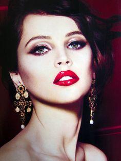 Felicity Jones, holiday red