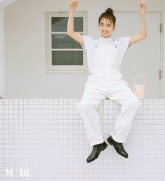 飯豊まりえが愛する白Tは、重ねても可愛い! だからやめられないのです♡ | ファッション(コーディネート・20代) | DAILY MORE Simple Style, Normcore, Jumpsuit, Poses, Daily More, Seventeen, Style Fashion, Dresses, Magazine