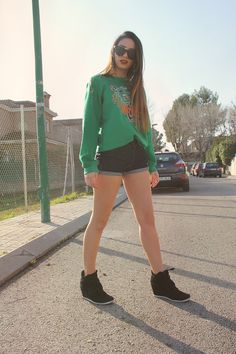 Tiger Fever - kenzo - sweatshirt - ray ban - sunglasses - levis - shorts - sneakers