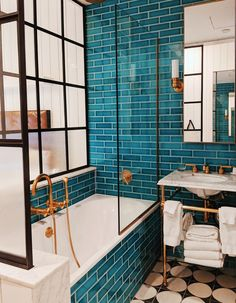 Bathroom goals at The Williamsburg Hotel - - Badezimmer ♡ Wohnklamotte - Bathroom Decor Bad Inspiration, Bathroom Inspiration, Cool Bathroom Ideas, Colorful Bathroom, Eclectic Bathroom, Bathroom Colors, Villa Design, House Design, Williamsburg Hotel