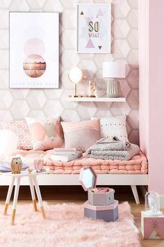schlafzimmer dekorieren bilder rosa teppich lampe