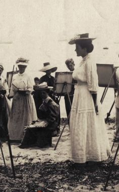 Life painting session 1900s