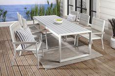 Runko alumiinia, väri valkoinen. Pöydän kansi harmaata säänkestävää polywoodia. Tuolin selkä- ja istuinosat säänkestävää polyrottinkia....