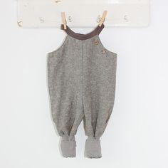 Petit cochon - Kinderkleidung, die mitwächst. Handarbeit aus Berlin! - Leinen-Latzhose schlamm
