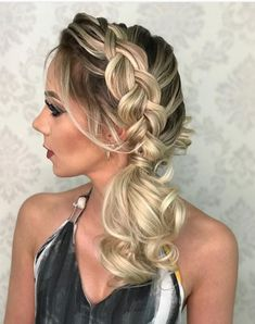 PENTEADO DE FESTA DA SEMANA Bride Hairstyles, Messy Hairstyles, Prom Hair Updo Elegant, Competition Hair, Long Hair Wedding Styles, Bridal Hair And Makeup, Great Hair, Hair Videos, Bridesmaid Hair