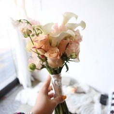 이미지: 꽃, 식물 Vase, Flowers, Instagram, Home Decor, Homemade Home Decor, Floral, Interior Design, Jars, Royal Icing Flowers