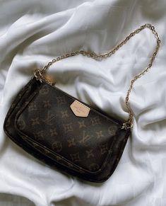 I tried to explain some of the 2020 Fall-Winter season bag trends. Look Fashion, Fashion Bags, Sacs Design, Vuitton Bag, Louis Vuitton Handbags Crossbody, Louis Vuitton Shoulder Bag, Cute Purses, Luxury Bags, Luxury Purses