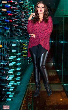 """A cor """"Marsala"""" (uma mistura de vinho com marrom) é cor da estação e para o escritório ou mesmo para uma festa mais sofisticada à noite, vale a pena apostar nessa tonalidade, que dá um ar mais sofisticado e arrumadinho ao look."""