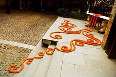 Special Diwali floor Decoration Ideas to make your diwali 2016 wonderful. These classic Diwali Decor Ideas include floor decoration Diwali Home Decor Diwali Diwali Party, Diwali Diy, Diwali Rangoli, Diwali Craft, Happy Diwali, Diy Diwali Decorations, Indian Wedding Decorations, Flower Decorations, Flower Garlands