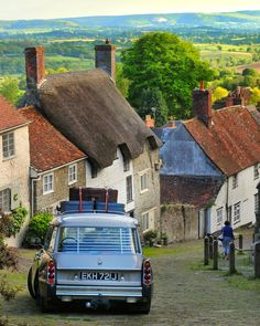 pfandango_ - Gold Hill in Shaftesbury… Citroen DS Safari French Classic, Classic Cars, Safari, Gold Hill, Citroen Traction, Automobile, Citroen Car, Good Looking Cars, Top Cars