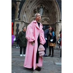 Now that London Fashion Week has come to a close, sneek a peek at our top street style looks London Fashion Weeks, Khadra, Mode Rose, Merian, Fashion Outfits, Fashion Tips, Fashion Trends, Fashion Fashion, Milan Fashion