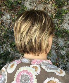 if my hair is this dark don't mind the huge hilites Short Blonde Balayage Hairstyle Cute Haircuts, Stylish Haircuts, Modern Haircuts, Elegant Hairstyles, Gorgeous Hairstyles, Pixie Haircuts, Older Women Hairstyles, Great Hairstyles, Feathered Hairstyles