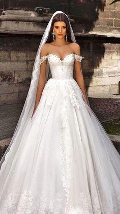 beautiful wedding gown & veil