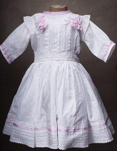 +Оригинальное старинное батистовое платье для куклы 61-67 см