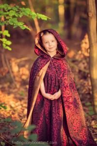 A step-by-step video tutorial on how to make a lined, hooded cloak.