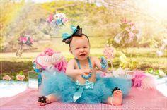 Curitiba, Kelli Homeniuk, Ensaio de bebê, 11 meses, 1 aninho, pré aniversário, bolo big Cupcake, Smash The Cake, Cake Smash, bolo, externo, princesa, alice no país das maravilhas, flores, rosa e azul, menina, chalkboard (41)9729-6585 ©Kelli Homeniuk - Fotografia Profissional
