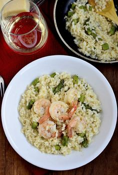 Did it - easy & yummy - Simple Shrimp and Asparagus Risotto // Iowa Girl Eats Risotto Recipes, Pasta Recipes, Cooking Recipes, Dinner Recipes, Healthy Recipes, Delicious Recipes, Seafood Dishes, Pasta Dishes, Seafood Recipes