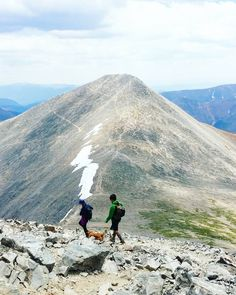 Looking from the summit of #Torreys #Grays doesn't look like a bad climb. We still left it for a later time because when we got down to the saddle it started snowing. In July!  #colorado #visitcolorado #coloradolive #cometolife #coloradoliving #hiking #patikointi #vaellus #outdoors #elämääulkona #wildweekend #adventure #travel #matka #reissu #14er #mountains #vuoret #fourteener #mondolöytö (via Instagram)