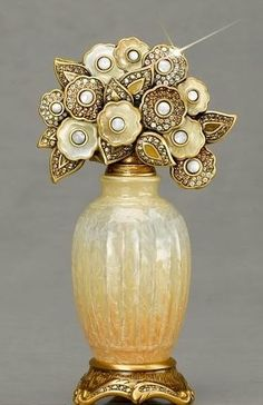 ♔ Bottles & Boxes ♔ perfume, snuff & decorative containers - Antique Flower-top Perfume Bottle