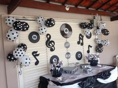 Music Theme Birthday, Music Themed Parties, Music Party, Birthday Party Themes, 70s Party, Retro Party, Beatles Party, Rock And Roll Birthday, Disco Party Decorations