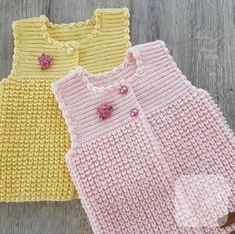Let& see what baby vest patterns 2018 patterns are. Combed yarn wide knit b . Baby Cardigan, Cardigan Bebe, Baby Pullover, Knit Vest, Baby Knitting Patterns, Knitting Designs, Crochet Designs, Knitting Socks, Hand Knitting