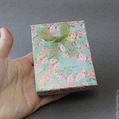 Коробка подарочная для украшений розы оливковый Коробочки подарочные из картона с бантом из  ленты органзы и мягким поролоновым вкладышем подушечкой для упаковки украшений - колье, браслетов, бус.(Я.М.-60р 1шт)