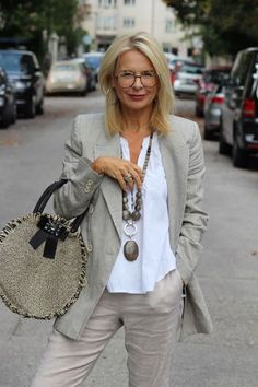 Horst over 50 womens fashion, 60 fashion, mature fashion, fas Over 60 Fashion, Mature Fashion, Over 50 Womens Fashion, Fashion Mode, Fashion Over 50, Look Fashion, Fashion Trends, Woman Fashion, Older Women Fashion