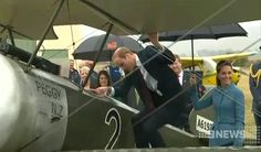 Prince William climbed into one of the planes in Omaka #RoyalVisitNZ pic.twitter.com/vRLQAcNxBX