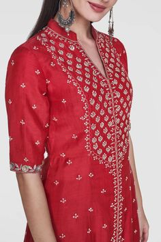 Designer suits - buy hrutvi suit for women online - fwr_red - anita dongre Manish Malhotra Lehenga, Sabyasachi, Lehenga Choli, Embroidery Suits Punjabi, Kurti Embroidery Design, Zardosi Embroidery, Embroidery Patterns, Hand Embroidery, Beautiful Suit
