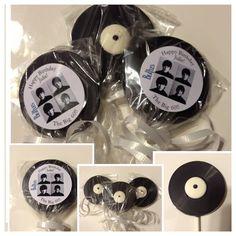 Set of 10 The Beatles record chocolate lollipop Favors Customized birthday (Chocolate Regalo Ideas) Beatles Birthday Party, 50th Birthday Favors, 70th Birthday Parties, Birthday Candy, 60th Birthday, Birthday Celebration, Birthday Ideas, Rock Star Party, Birthday Chocolates